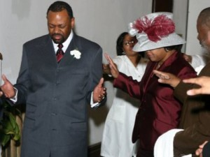 pastor-and-1-st-lady-praying