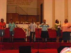 praise-team-singing-4